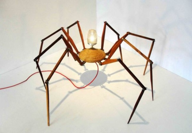 Bruno Freire create the anatomically 'correct' Spider Lamp_1