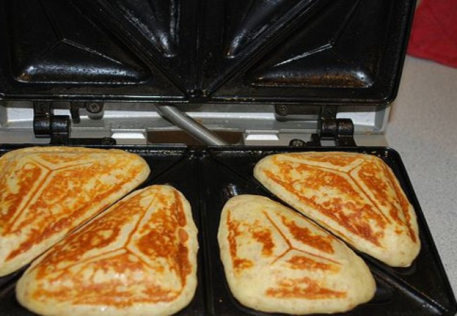 Making pancakes in a sandwich maker