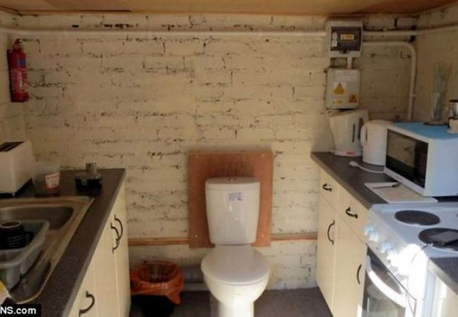 House in Cambridge has loo in the kitchen