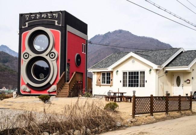 Rolleiflex camera shaped house_1