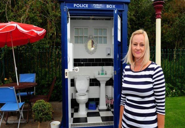 Who-style Tardis toilet_1