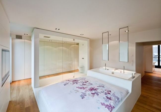 Built in sink and tub into bed_1