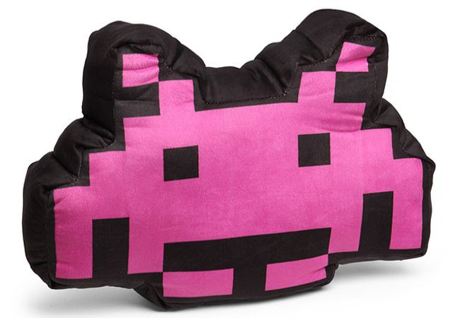 Space Invaders Alien Crab 3D cushion_1