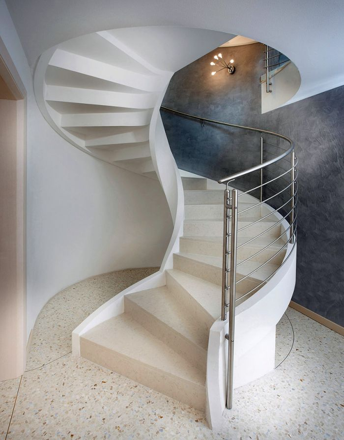 Helicoidal Spiral Staircase