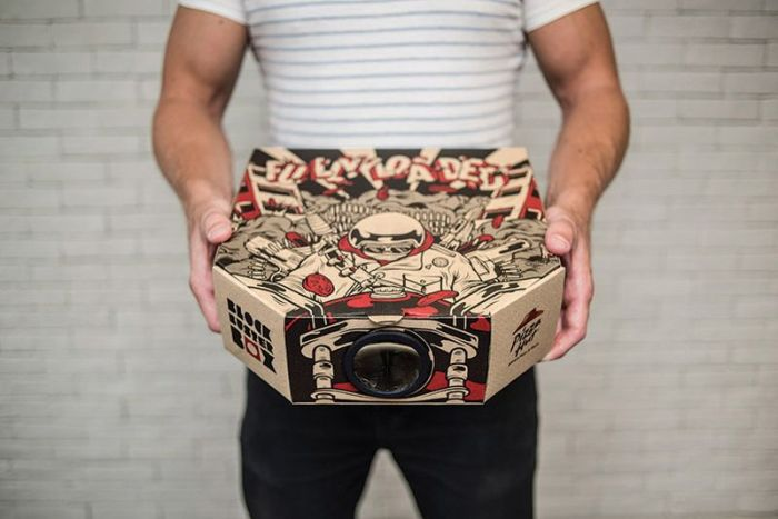 Pizza Box doubles as movie projector_2